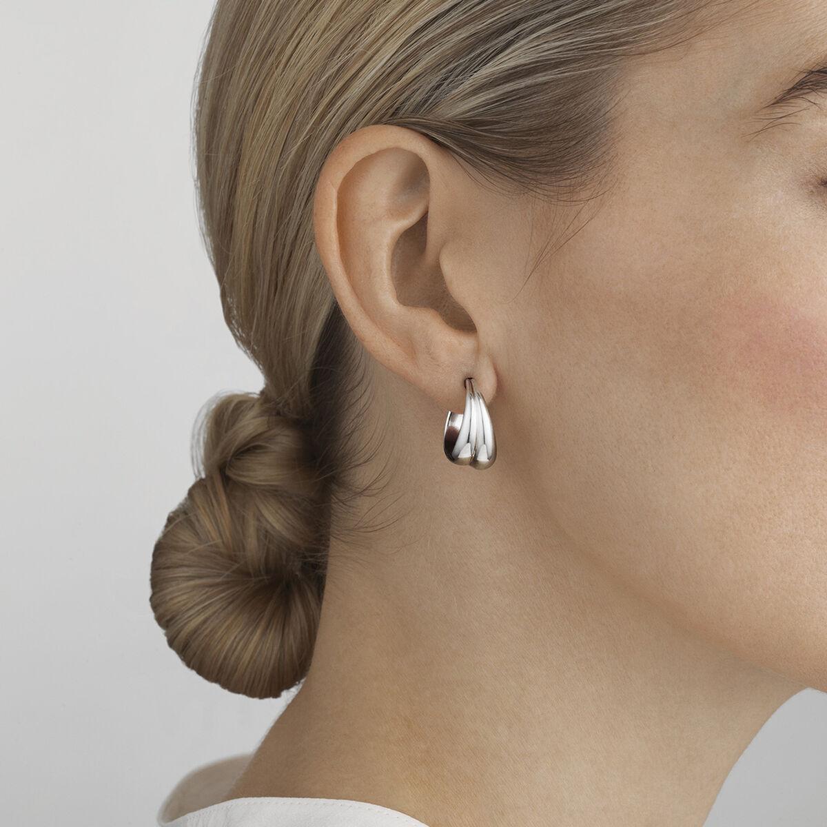 OnModel__10017502-CURVE-medium-earrings-silver